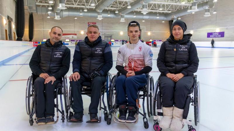 No kreisās puses: Agris Lasmans, Ojārs Briedis, Sergejs Djačenko, Poļina Rožkova Latvijas ratiņkērlinga izlase