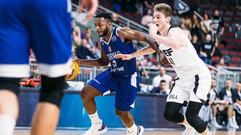 Džeikobs Pulens un Artūrs Kurucs. Foto: FIBA