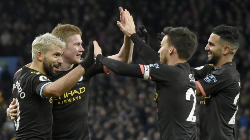 """""""Manchester City"""" futbolisti priecājas par """"Aston Villa"""" sagraušanu. Foto: AP/Scanpix"""