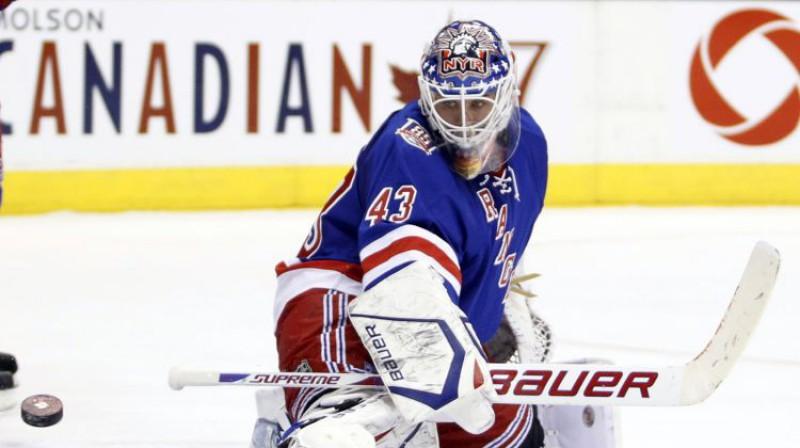"""Martēns Bīrons vienā no savas NHL karjeras pēdējām sezonām """"Rangers"""" sastāvā 2010. gadā. Foto: Reuters/Scanpix"""