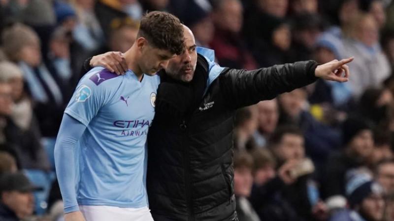 Džons Stouns un Peps Gvardiola. Foto: Sportimage/PA Images/Scanpix
