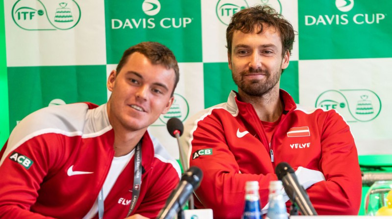 Mārtiņš Podžus un Ernests Gulbis. Foto: Latvijas Tenisa savienība