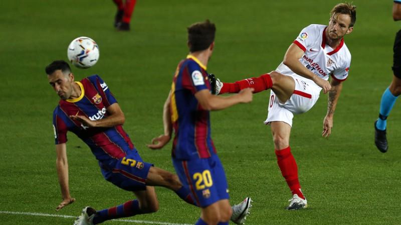 """Ivans Rakitičs šodien apdraudēja """"Barcelona"""" vārtus. Foto: AP/Scanpix"""