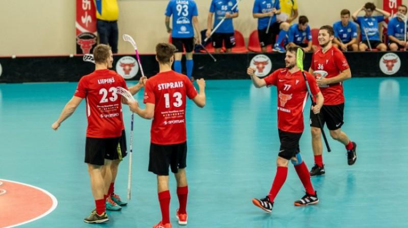 """ELVI līgas vīriešiem līdere """"Valmiera"""". Foto: Raivo Sarelainens, floorball.lv"""