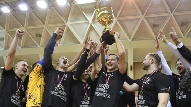 """RTU/""""Robežsardze"""" ar Latvijas kausu. Foto: volejbols.lv"""