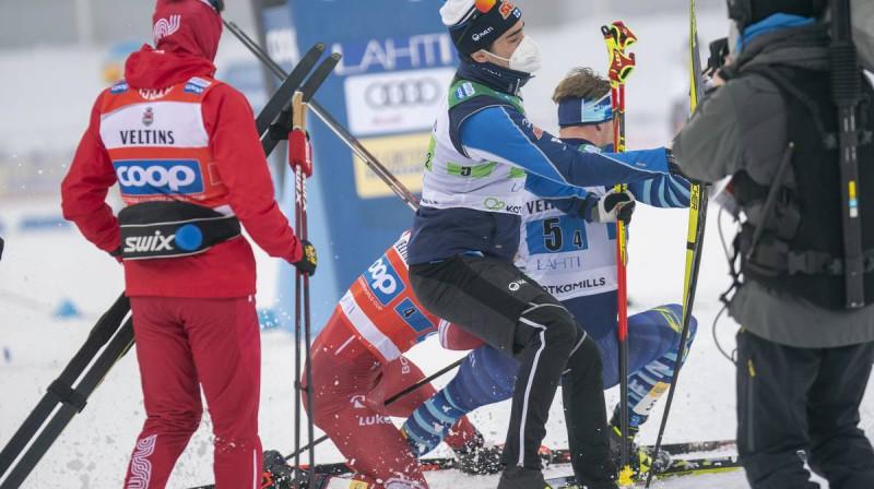 Boļšunovs apzināti triecas virsū Meki, lai notriektu gar zemi somu, kuru tobrīd sveica komandas biedri. Foto: Nordic Focus.
