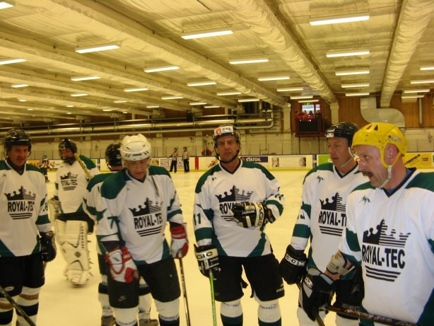 """Latvijas hokeja veterāniem izveidots atbalsta fonds """"Vecmeistari"""""""