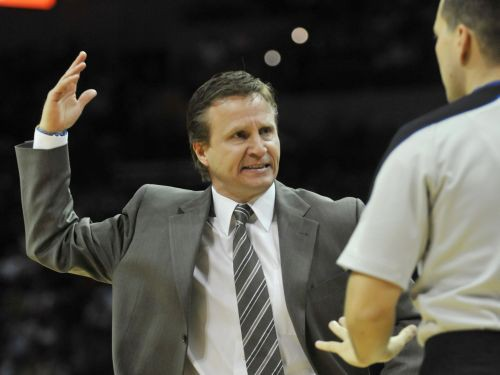 Brūkss kļūst par NBA gada treneri