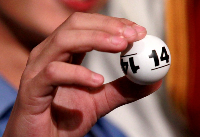 """""""Cavaliers"""" uzvar drafta loterijā"""