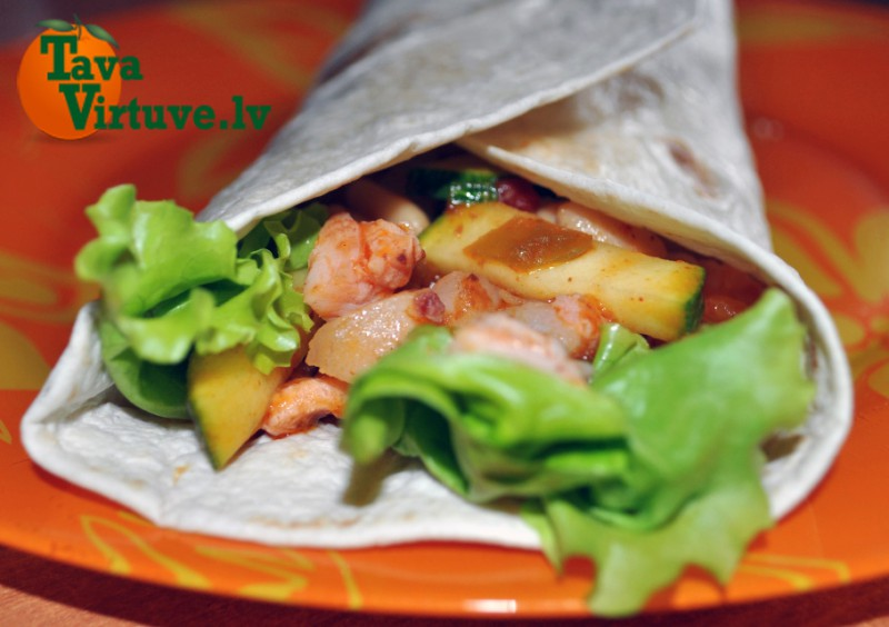 Pikantā tortilja ar dārzeņu un maltās gaļas pildījumu. Meksikāņu variācija latviešu gaumē