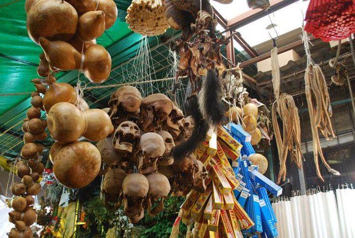 Meksikas Svētās Nāves kults un citas buršanās un burvestības