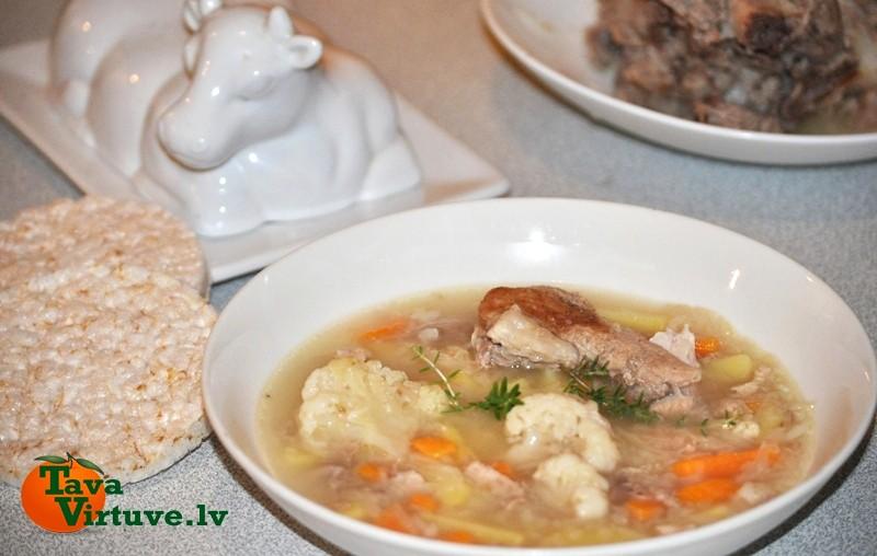 Svaigu kāpostu zupa ar saldajiem kartupeļiem