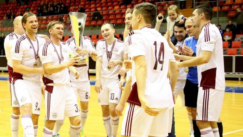 Telpu futbolisti EČ kvalifikāciju sāks pret igauņiem, tiešraide Sportacentrs.com