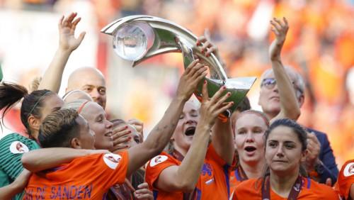 Nīderlandes dāmas sešu vārtu finālā pirmoreiz kļūst par Eiropas čempionēm