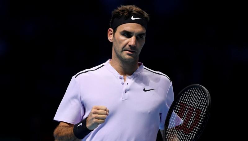 Federers trīs setu mačā uzvar Zverevu un pirmais sasniedz pusfinālu
