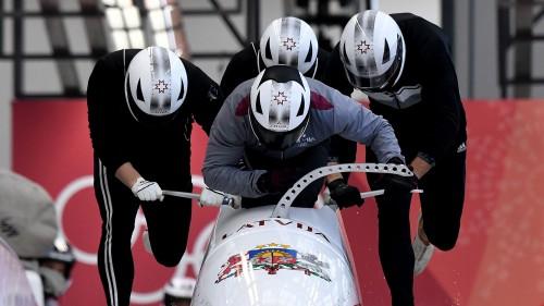 Melbārža četriniekam ar labāku startu treniņbraucienos sestā un septītā vieta