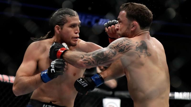 Ortega uzveic Edgaru un tuvojas titulcīņai, Džustino nosargā UFC jostu