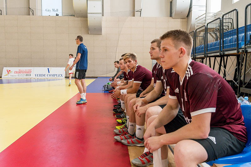 U-20 handbolisti zaudē Austrijai, svētdien cīnīsies par bronzu B divīzijā