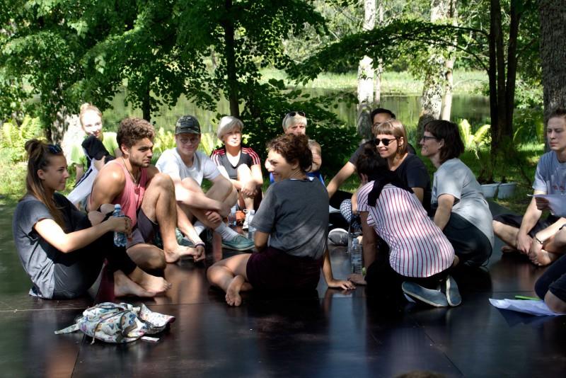 Lūznavā top vides dejas performances