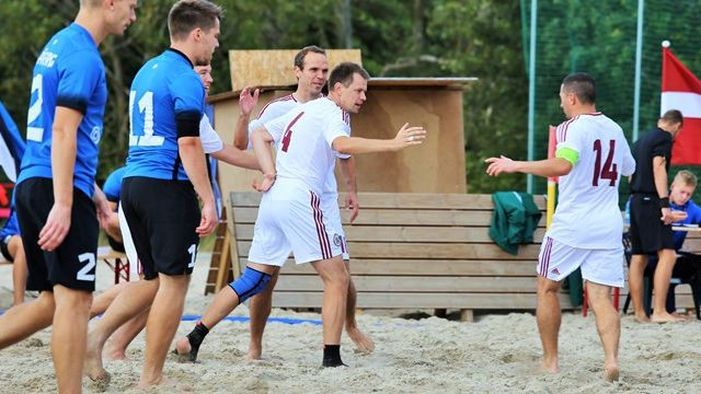 Latvijas pludmales futbola izlase uzvar Igauniju