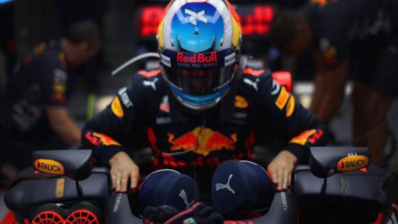 """Red Bull"" aizliedz Rikjardo testēt ""Renault"" formulu"