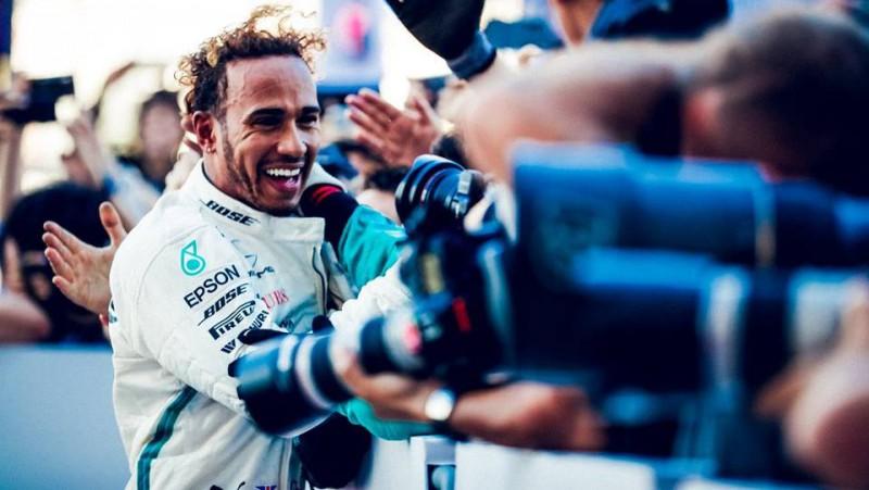 """Hamiltons: """"Piekto titulu izcīnīju šausmīgās sacīkstēs"""""""