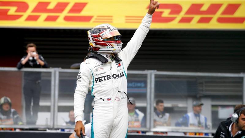 Verstapenam sāpīga neveiksme, Brazīlijā uzvar Hamiltons
