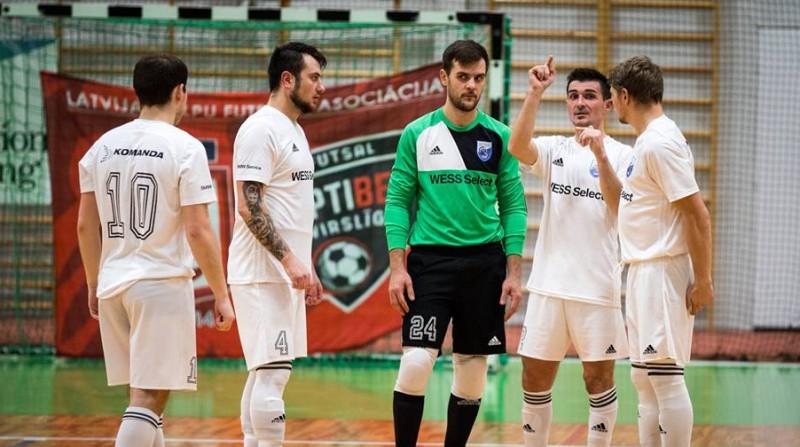 """Telpu futbola izlase brauks uz Igauniju, pirmoreiz izsaukts """"Rabas"""" spēlētājs Krasnovs"""