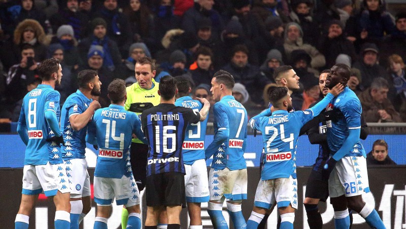 """Pēc Milānas """"Inter"""" un """"Napoli"""" fanu sadursmēm miris cilvēks"""