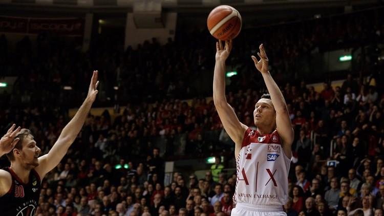 """Dairis Bertāns samet 14 punktus Triestē, izstumj Strautiņu no """"play-off"""" zonas"""
