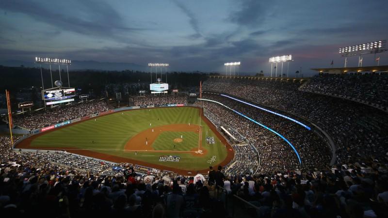 MLB un spēlētāju arodbiedrība apspriež kardinālas spēles noteikumu izmaiņas