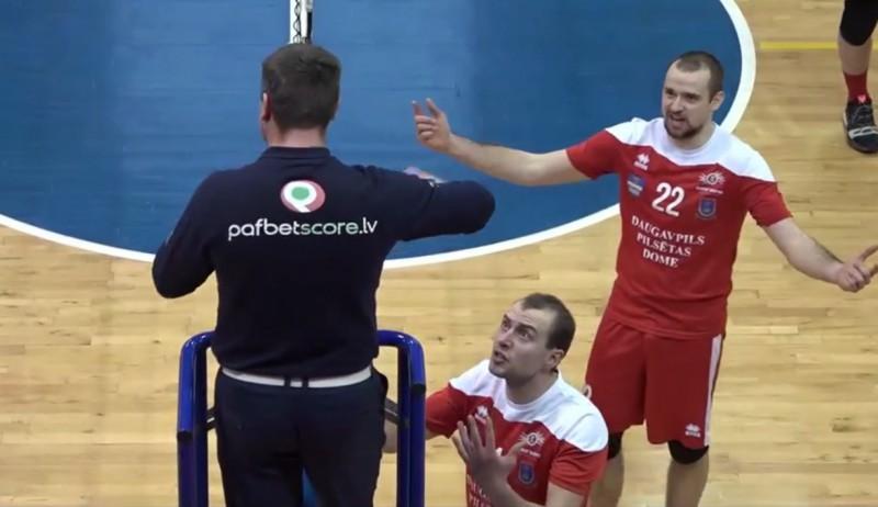 DU volejbolistam piespriež naudas sodu par tiesnešu apvainošanu un ālēšanos pēc spēles (+video)