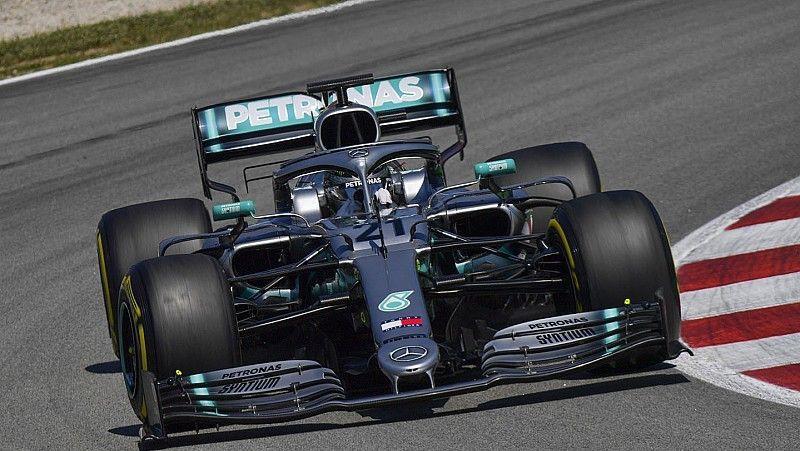 """Mercedes"" braucējs Mazepins dominē F1 testu otrajā dienā"