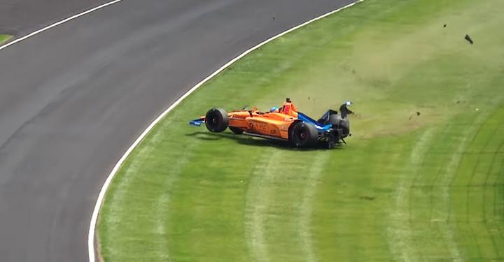 Alonso piedzīvo smagu avāriju Indianapolisā