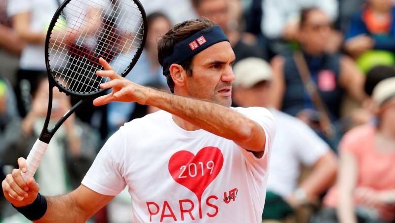 Svitoļinai smags sākums pret Venusu, Federers atgriežas Parīzē