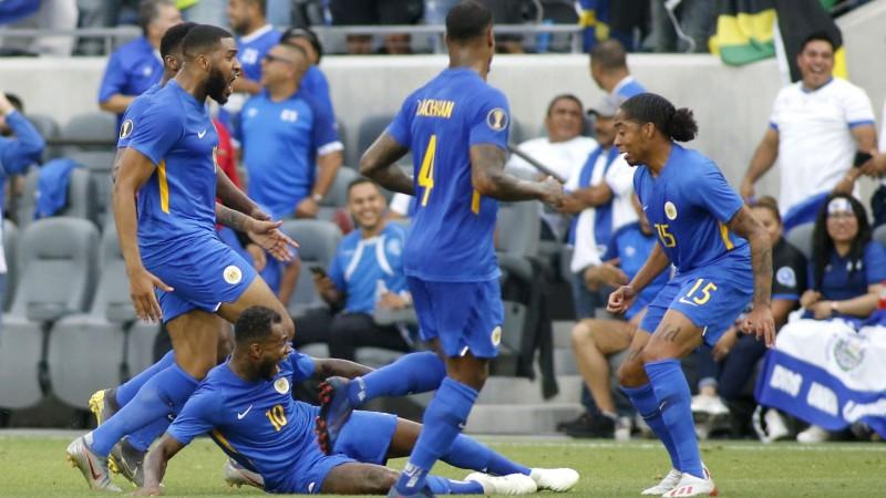 Kirasao pēdējās sekundēs izrauj vietu Zelta kausa 1/4 finālā, Hondurasa iesit četrus