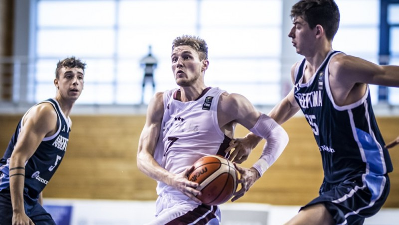 Viens no U19 izlases līderiem Artūrs Kurucs atgriežas Latvijā un spēlēs Rīgas VEF