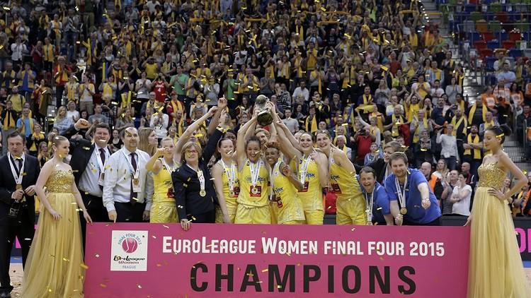 Leģenda tuvojas Rīgai: TTT pirmo pretinieču trenere uzņemta FIBA Slavas zālē