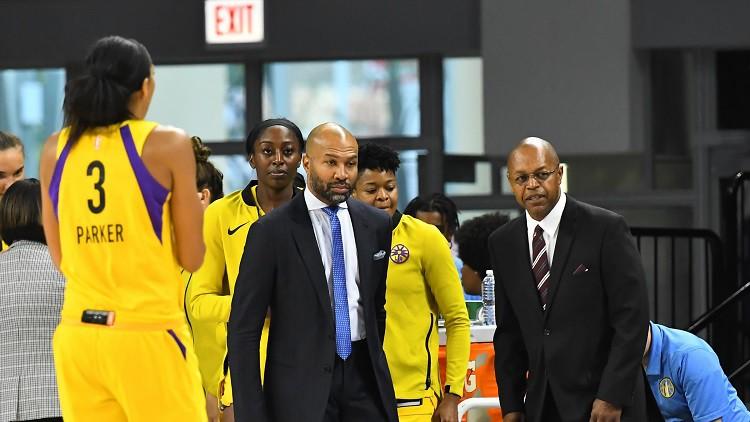 Losandželosa izslēdz čempioni, WNBA uzsauc Fišera komandai čarteri