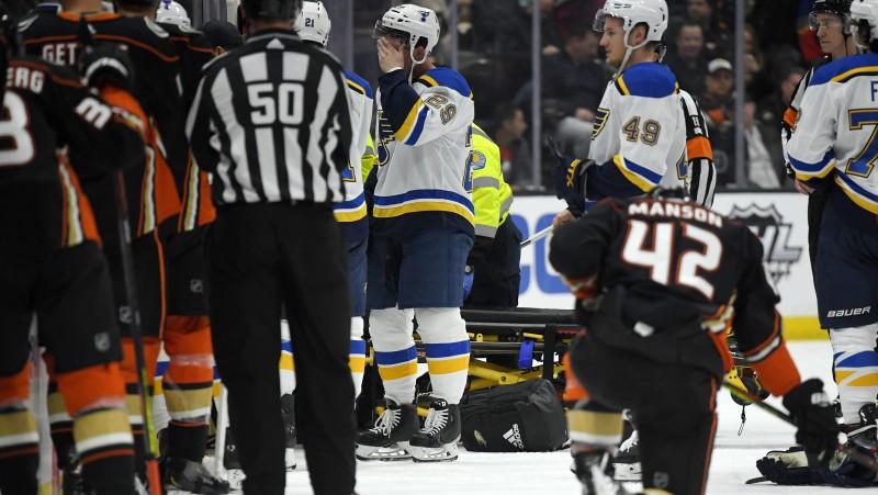 """""""Blues"""" veterāns Boumīsters saļimst uz soliņa, spēle pret """"Ducks"""" tiek pārtraukta"""