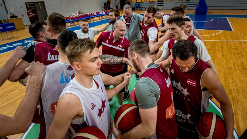 """Aģents Ušackis: """"Kariņ, Bordān, atbildiet vienreiz godīgi Latvijas izlases spēlētājiem!"""""""
