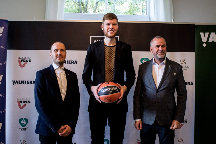 Bertānu ģimene Valmierā izveido savu basketbola skolu