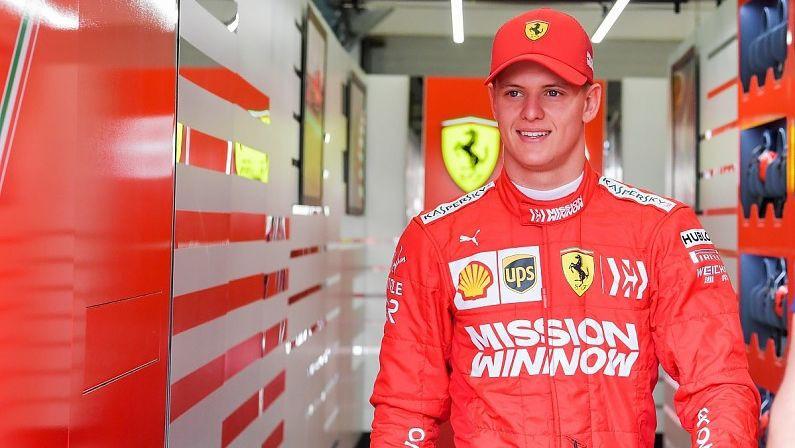 Miks Šūmahers pirmo reizi piedalīsies F1 posma treniņbraucienos