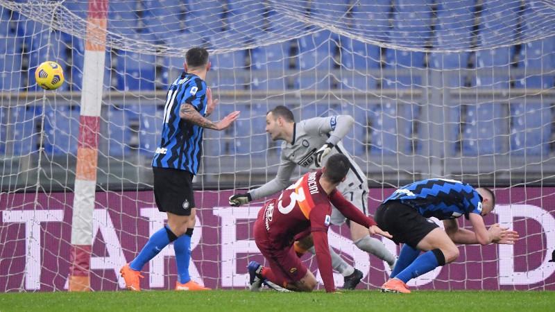 """""""Inter"""" atspēlējas, bet spēles beigās tomēr izlaiž uzvaru pār """"Roma"""""""