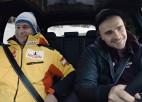 Video: Ķibermanis izmēģina auto un pēc salīdzinājuma ar Melbārdi spiež gāzi grīdā
