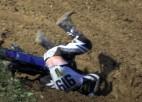 """Video: MXGP posmā Faencā pēc kritiena sportists ar grūtībām izvelk ķiveri no """"špūres"""""""
