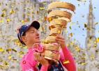 """Brits Geigens-Hārts pēdējā posmā triumfē """"Giro d'Italia"""" un svin savu lielāko panākumu"""