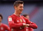 """Levandovskim """"hat-trick"""" mazākumā un 35. vārti sezonā, Holanns izglābj Dortmundi"""