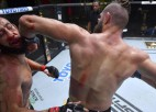 UFC: Prohāzka dominē un ar elkoni efektīgi nokautē titulcīņu zaudētāju Rejesu