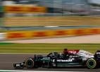 Hamiltons izraisa Verstapena avāriju, apdzen Leklēru un izcīna uzvaru
